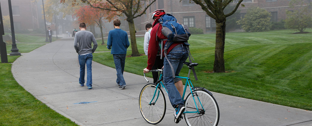 People walking and biking on a college campus
